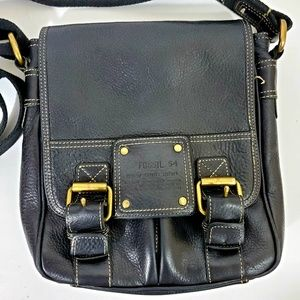 Fossil 54  Pebbled Messenger Crossbody Black bags